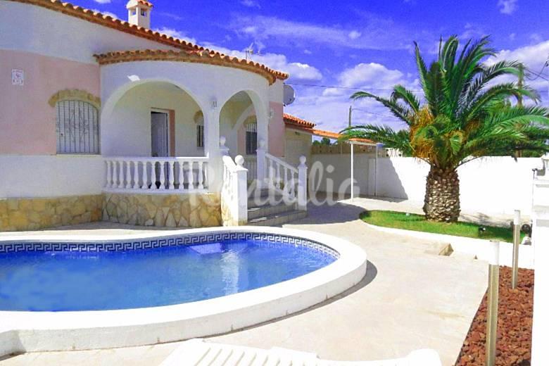 Villa para 8 personas con piscina privada miami playa for Villas con piscina privada