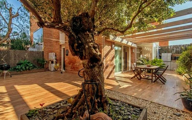 Casa en barcelona junto playa tiana barcelona - Casa jardin badalona ...