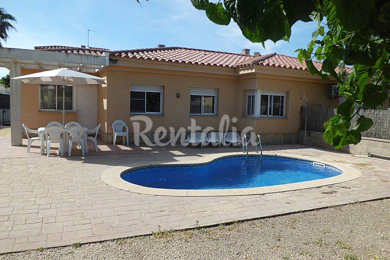 Casa de 4 habitaciones a 300 m de la playa riumar for Piscina amposta