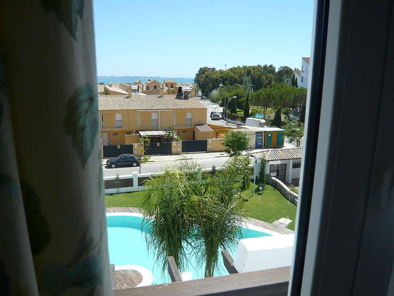 Apartamento de 3 habitaciones con piscina el ancla el for Piscina municipal el puerto de santa maria