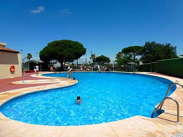 Chalet con piscina para 6 pax a 850 metros playa for Piscina 50 metros cadiz