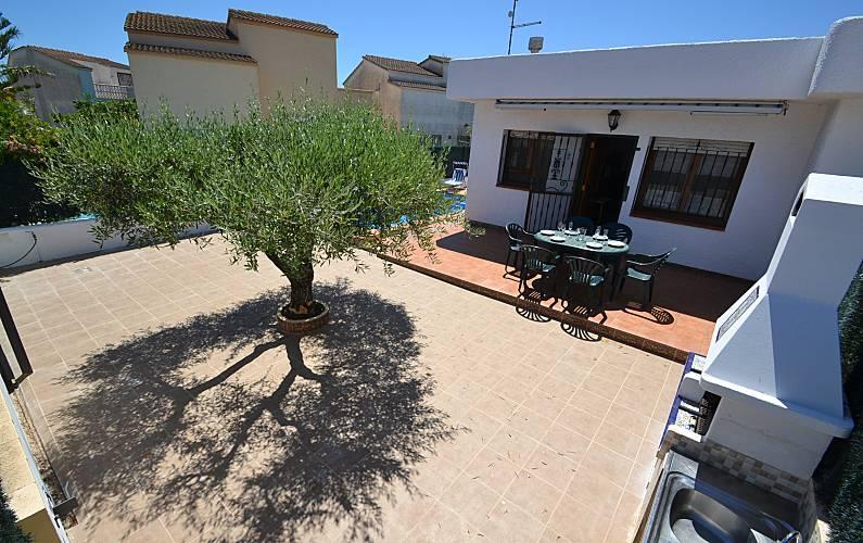 Casa de alquiler a 250 m de la playa riumar deltebre for Apartamentos jardin playa larga tarragona