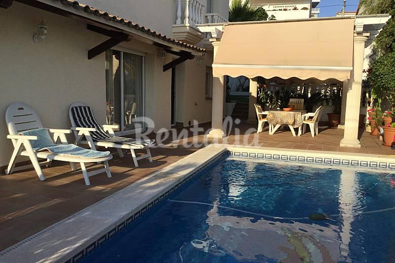 Villa de 5 habitaciones y piscina sitges vilanova mas d for Piscina sitges