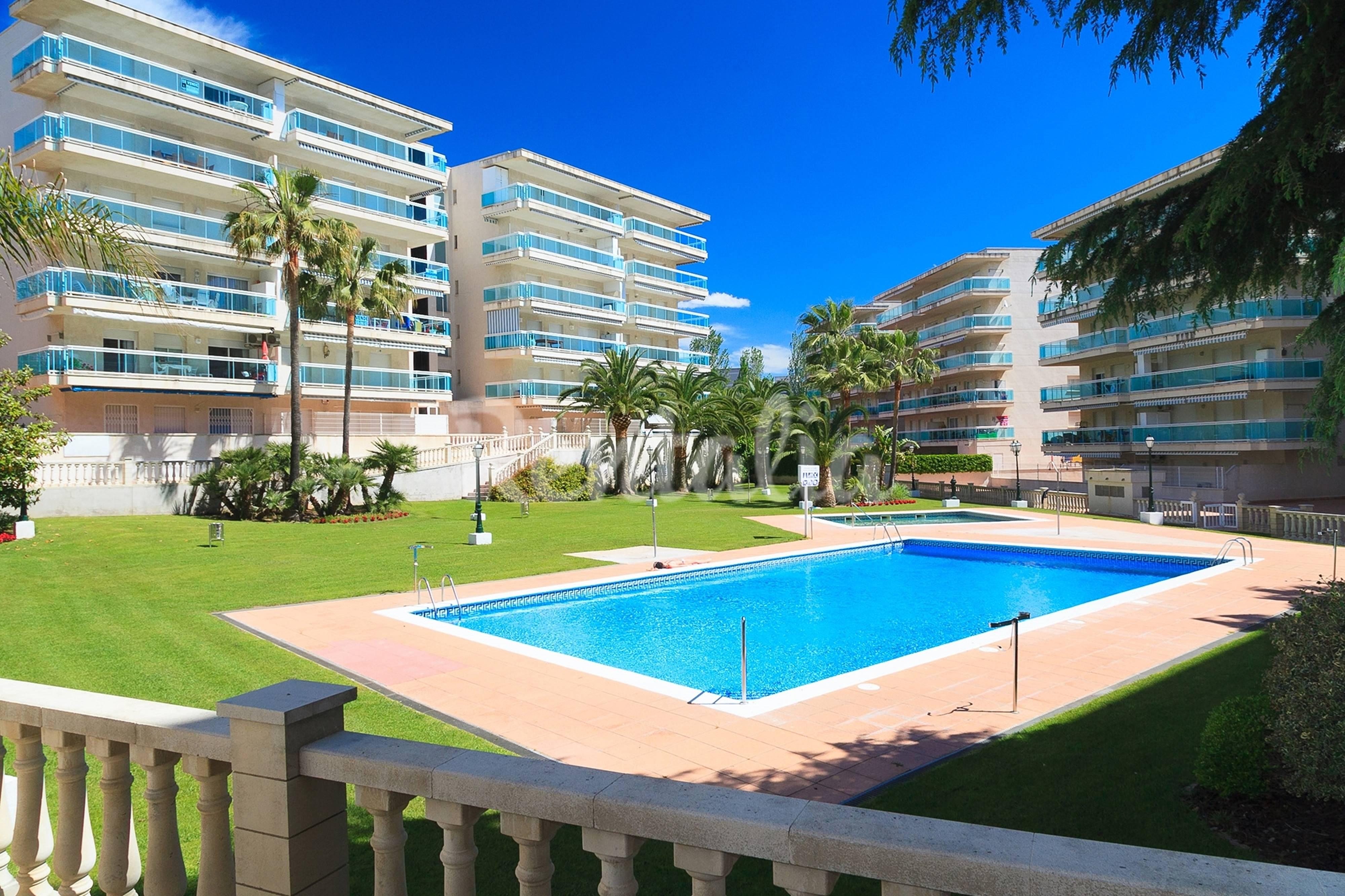 Apartamento con piscina y gran terraza con vistas salou for Hoteles con piscina en tarragona