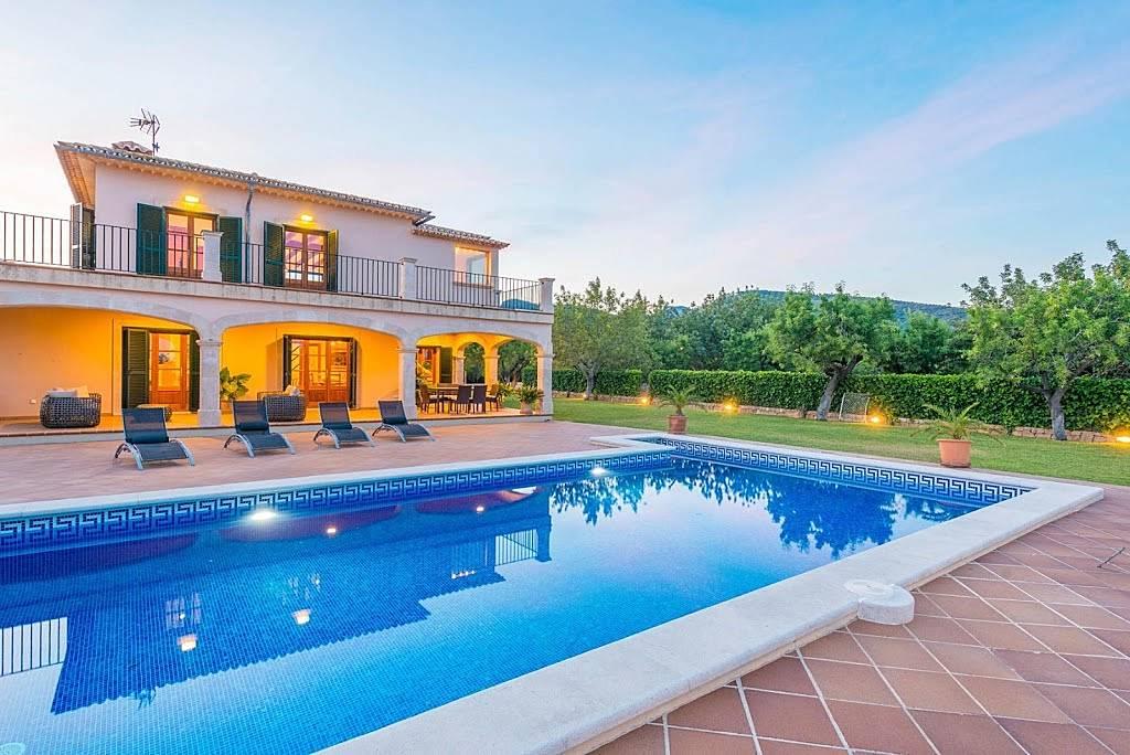 villa en location majorque binissalem majorque. Black Bedroom Furniture Sets. Home Design Ideas