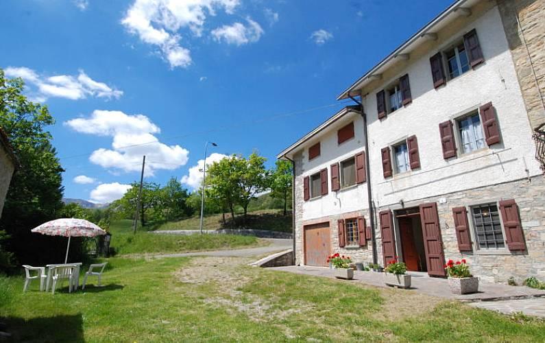 Casa per 6 persone febbio 2000 alpe cusna novellano for Piani casa di campagna 2000 piedi quadrati