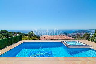Villa for rent 3.5 km from the beach Girona