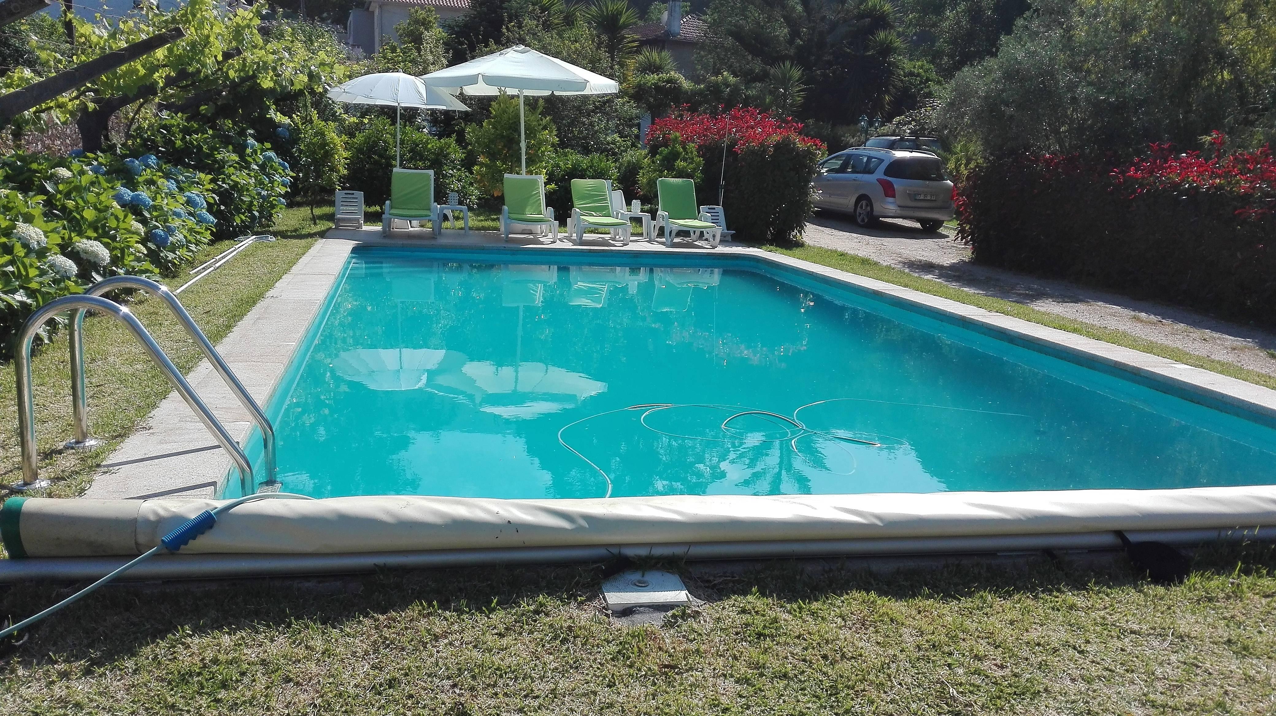 F rias com piscina e ambiente de natureza venade for Piscinas viana