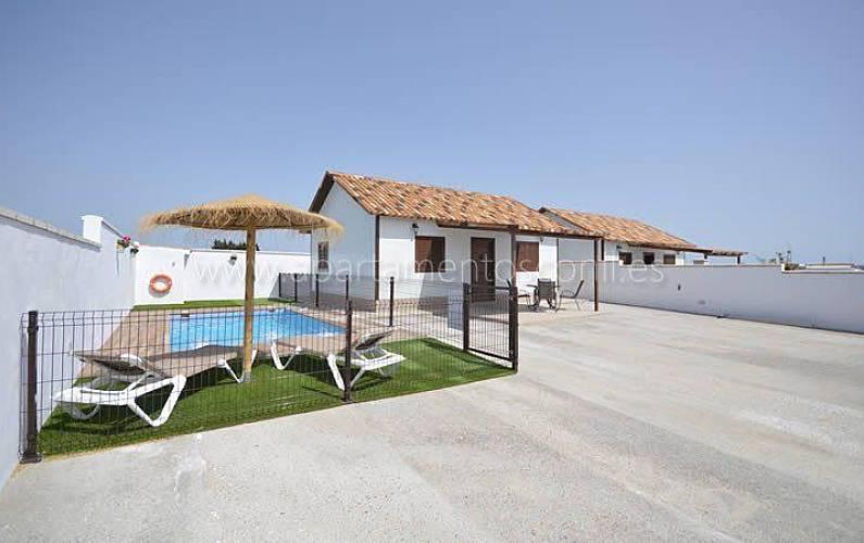 fuera de chicas Deportes acuáticos cerca de Cádiz