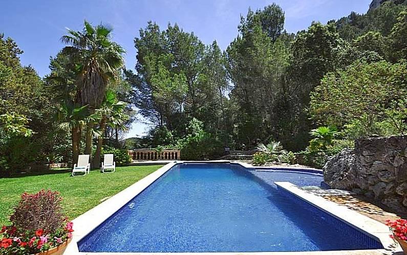 jardines con piscina FINCA SON DURI Finca De Carcter Rstico Con Piscina