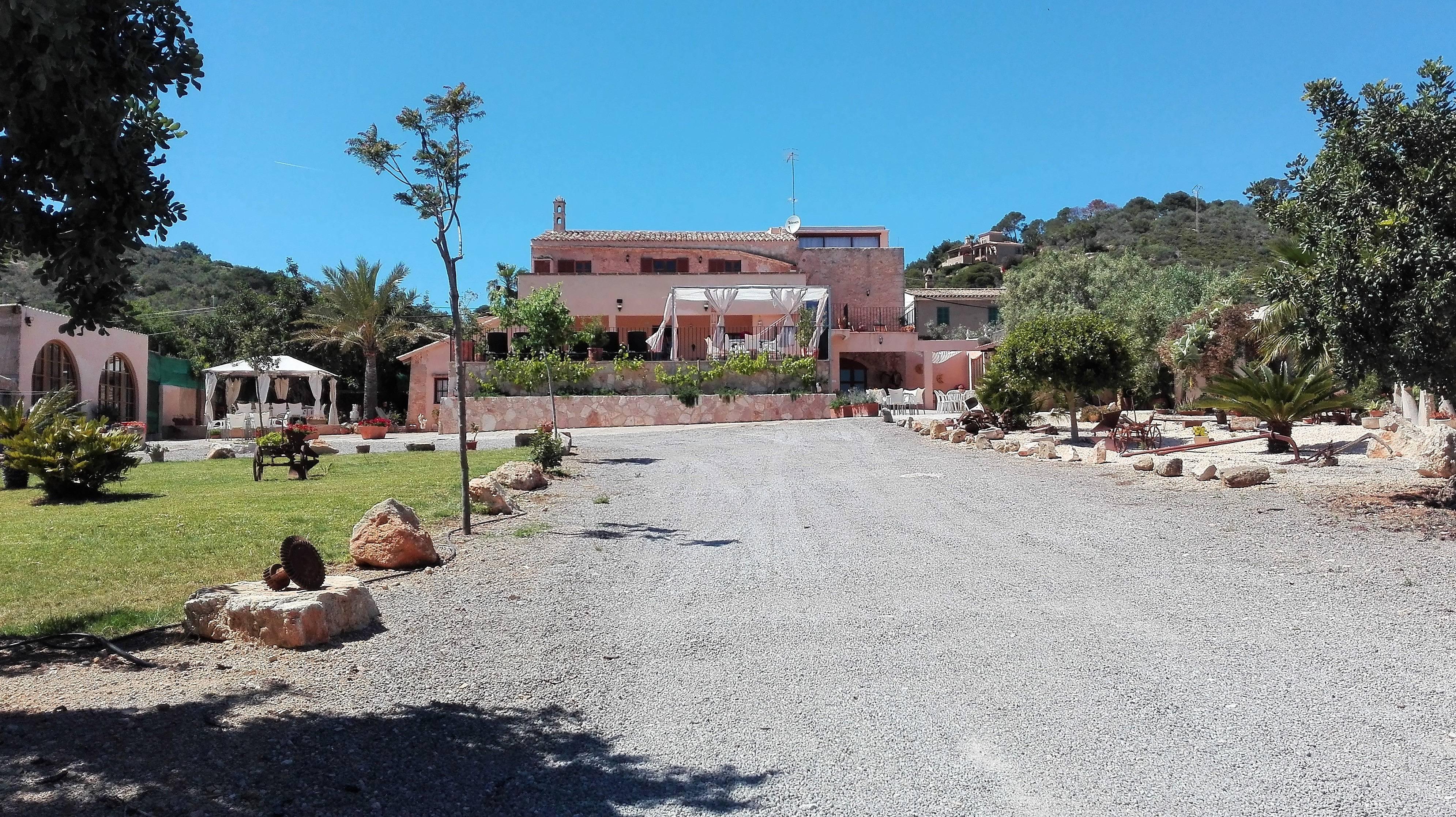 Trobat vistas al mar picina barbacoa bar y jardin s for Bistro del jardin mallorca