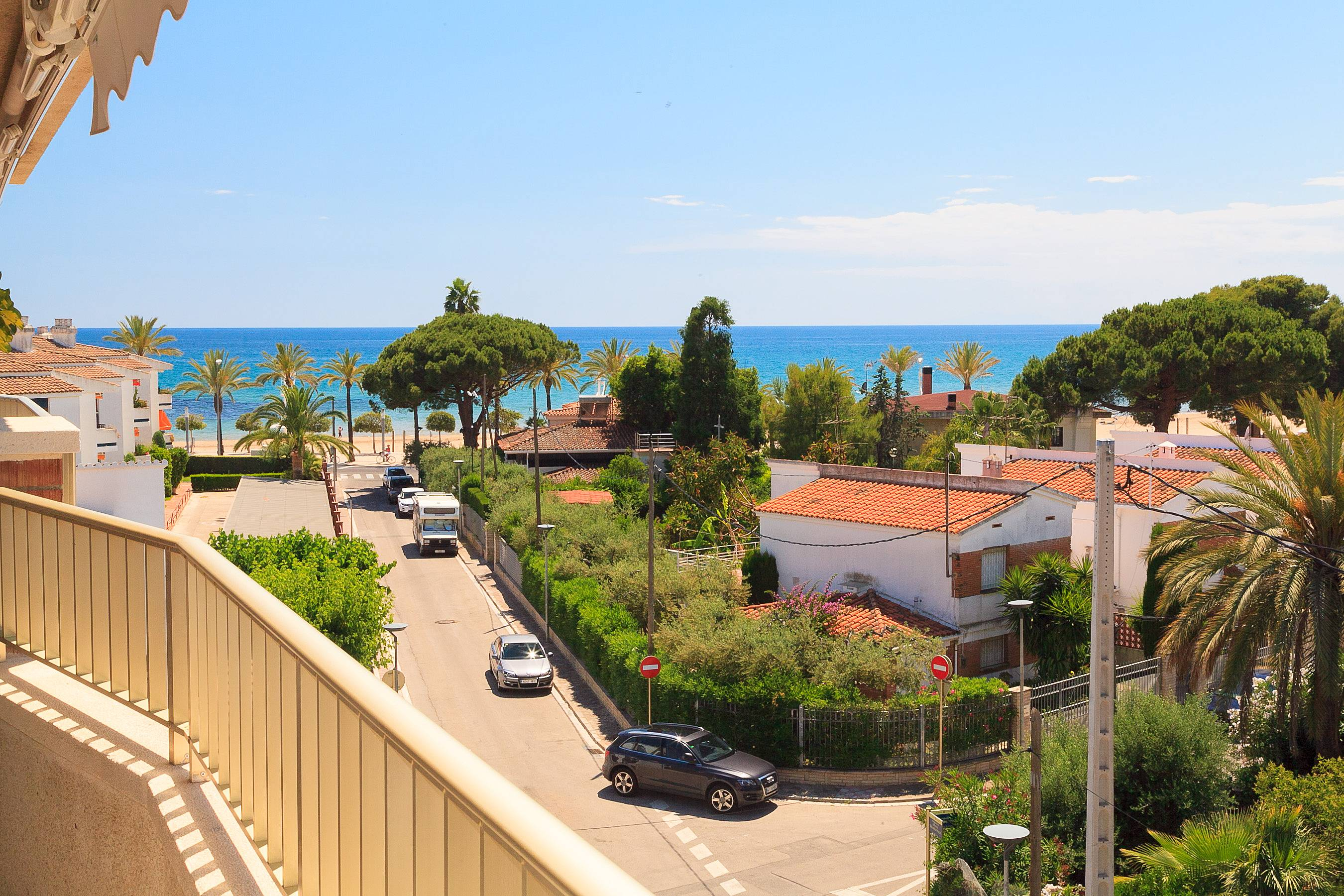 Bonito apartamento vista mar y piscina cambrils for Piscina cambrils