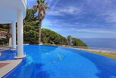 Villa en Costa Brava, 1a línea del mar, Lloret de  Girona/Gerona