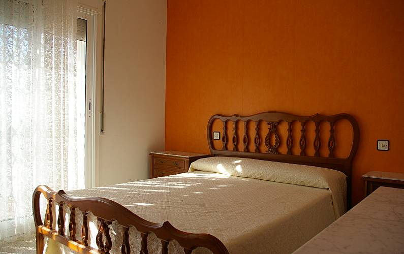 Casa con 4 stanze a 1000 m dalla spiaggia santa maria de for Quattro piani di casa camera da letto ranch