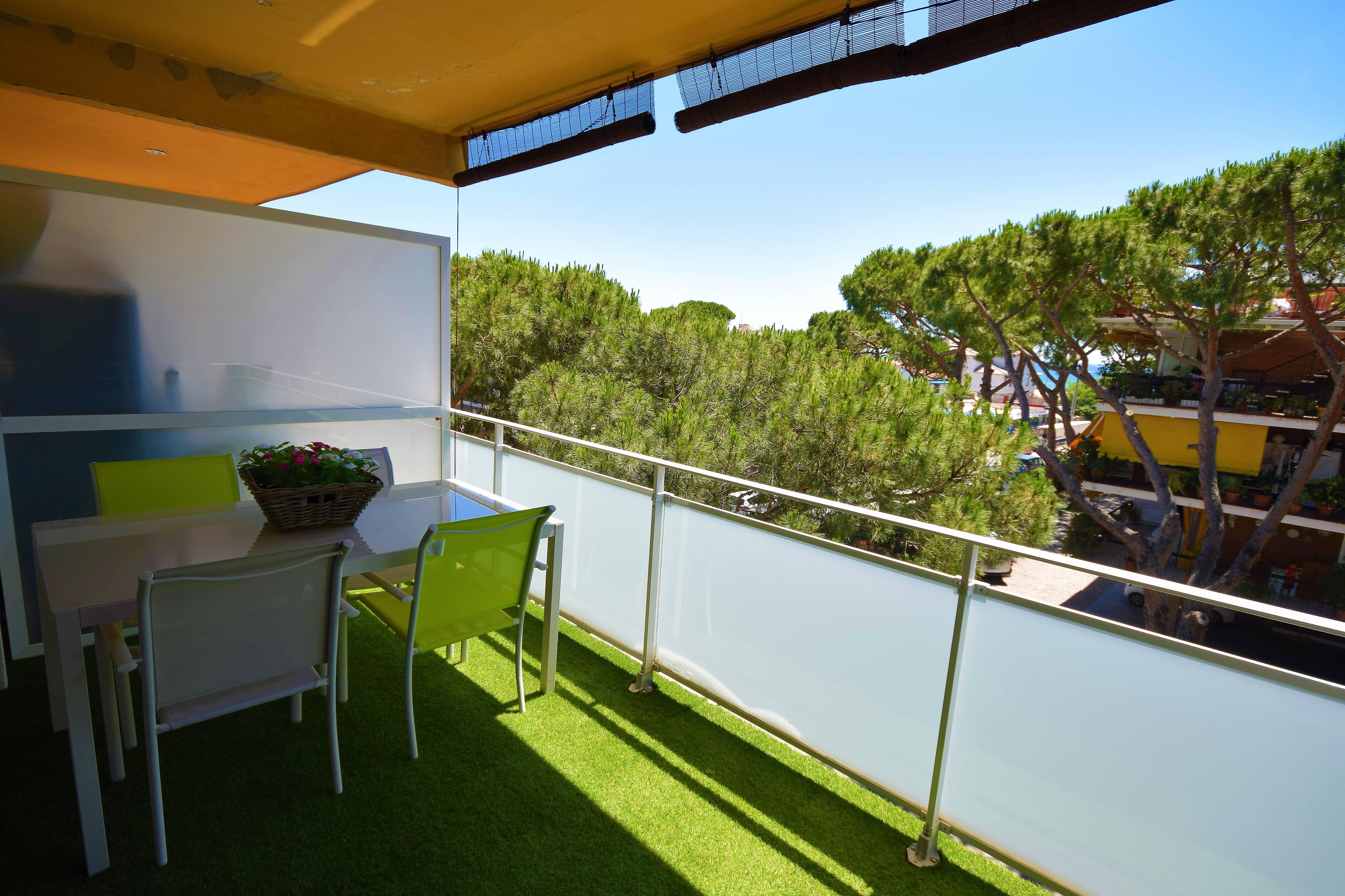 Apartamento nuevo con terraza al mar castelldefels for Terraza del apartamento