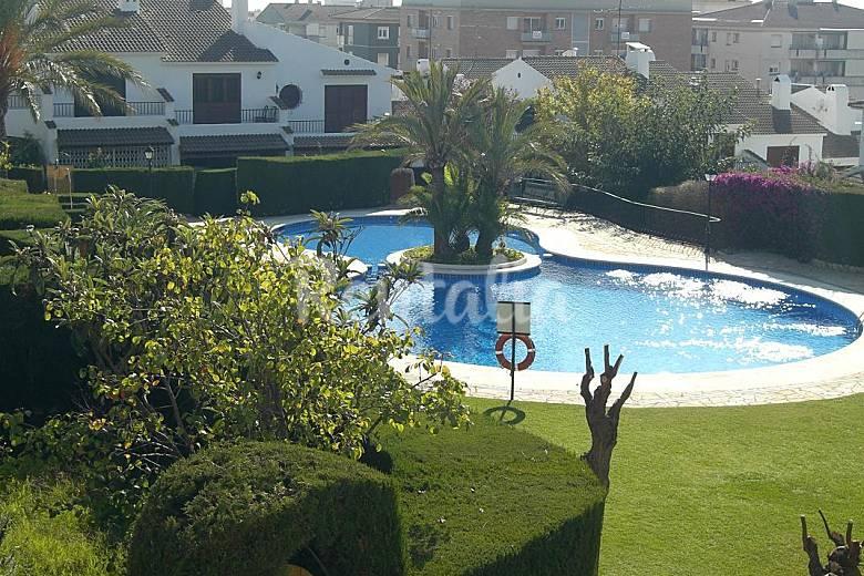 Casa en alquiler a 600 m de la playa segur de calafell for Apartamentos jardin playa larga tarragona