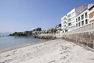2 Apartments for 2-10 people on the beach front line Pontevedra