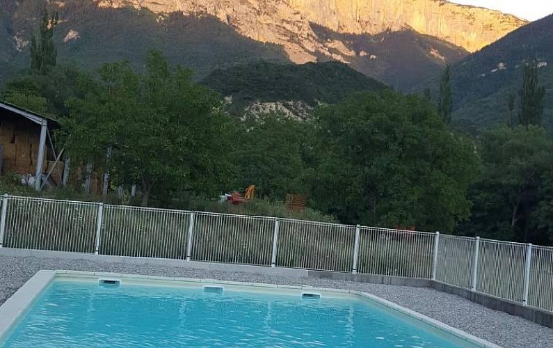 Casa para 6 personas con piscina romeyer dr me for Casa rural para 15 personas con piscina