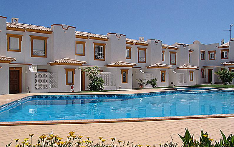 Villa for 6-7 people only 300 meters from the beach Algarve-Faro - Swimming pool