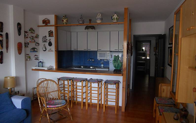 Apartamento para alugar a 50 m da praia barri maritim de for Sala 0 tarragona