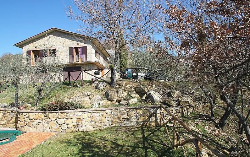 Maison pour 6 personnes en toscane cennina bucine for Acheter une maison en toscane italie