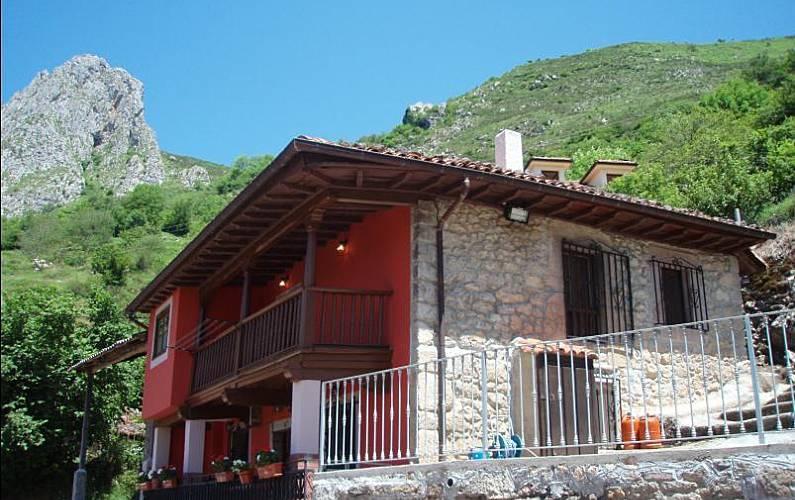 Casa Rural. Casa Rufina (A 15 Km Cangas de Onís). Asturias - Exterior del aloj.