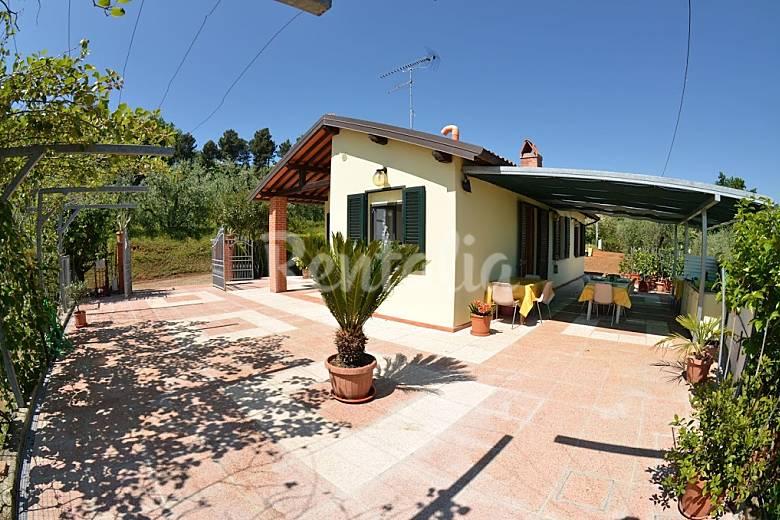 Casa in affitto toscana basetti montecarlo lucca for Prezzi case montecarlo