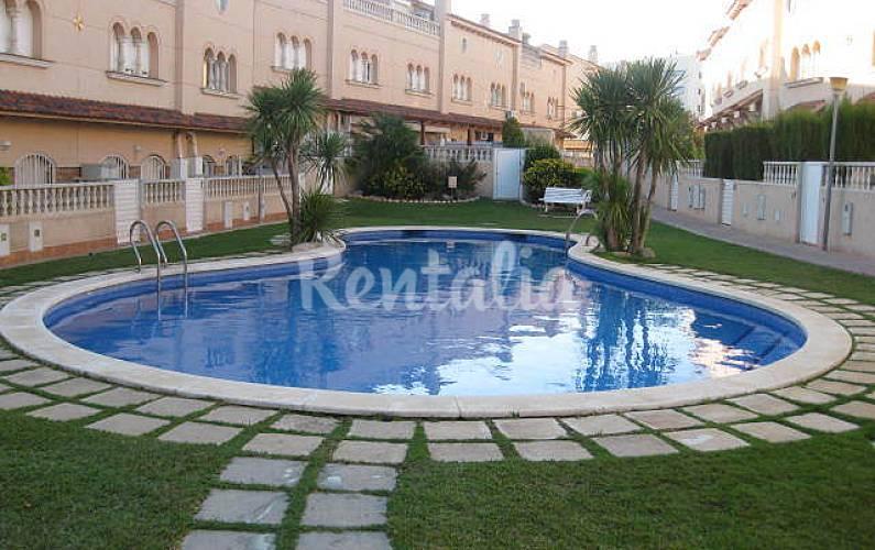 Casa com 3 quartos a 250 m da praia barri maritim del for Piscina el vendrell