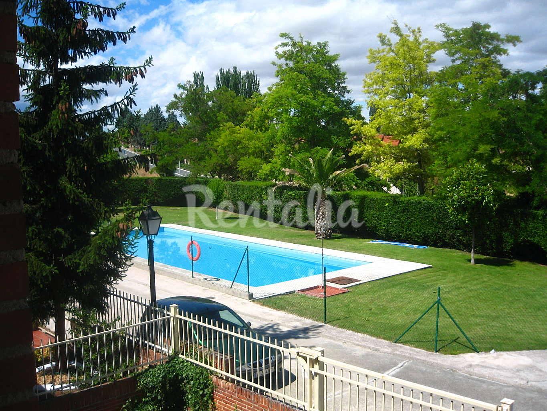 Casa en alquiler con piscina ollauri rioja la for Casa con jardin alquiler