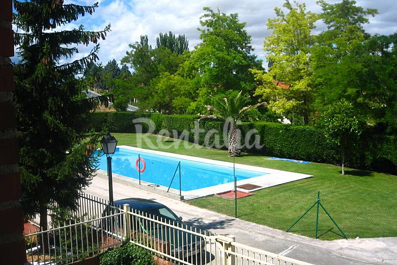 Casa en alquiler con piscina ollauri rioja la for Casas de alquiler de verano con piscina
