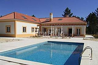Large luxury villa w pool, at 12 km from the beach Setúbal