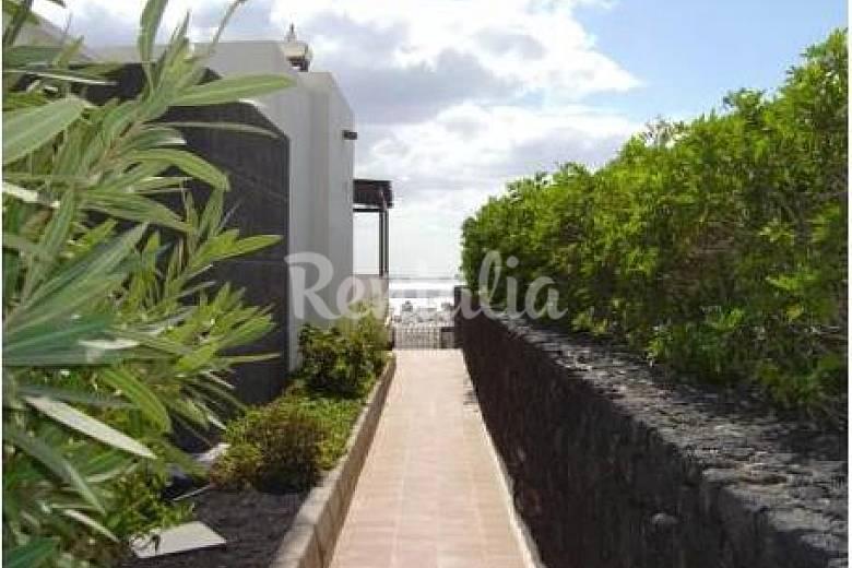Villa con piscina privada y a 600m de la playa puerto for Villas en lanzarote con piscina privada