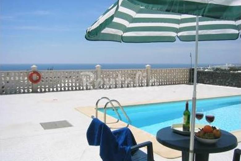 12 villas con piscina privada y a 600m de la playa for Villas en lanzarote con piscina privada