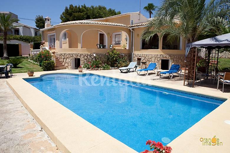 Casa con piscina para 6 7 personas javea xabia j vea - Medidas de piscinas de casas ...