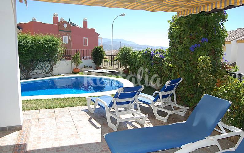 Villa piscine priv e jardin vue tranquillit torre for Villa malaga piscine