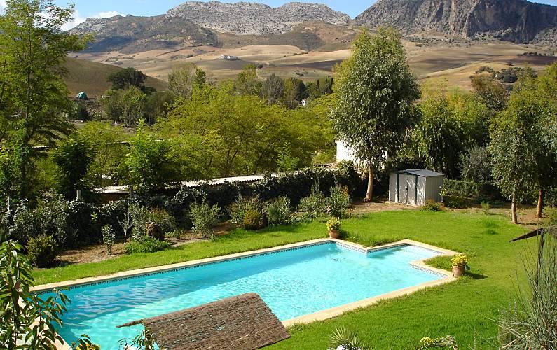 Casa con piscina de 12 metros por 6 a 5 km ronda ronda for Casas con piscina en malaga