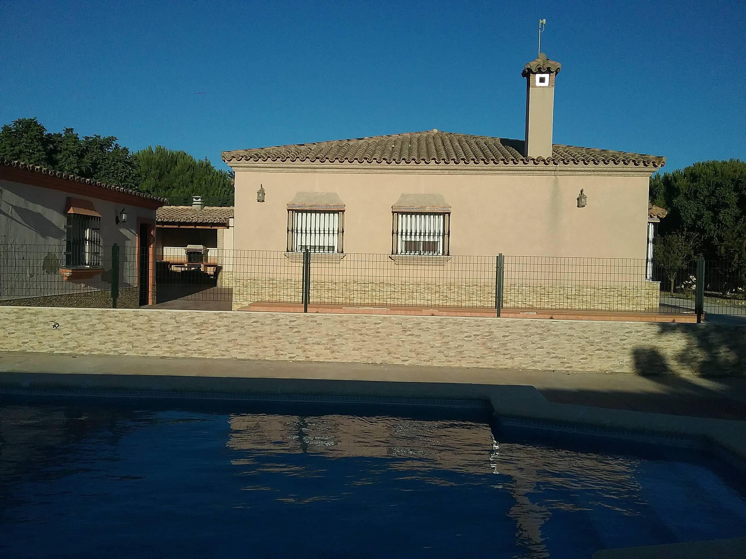 Piscina de paterna cadiz awesome casa pareada en venta en for Alquiler casa piscina cadiz