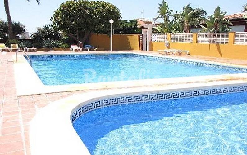 Bonito bungalow piscina y jardin a 800 m playa calpe for Piscinas calpe