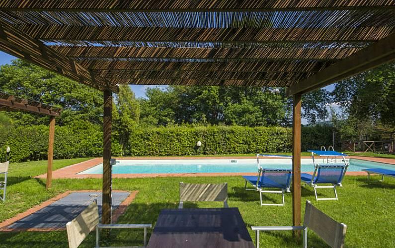 Casa per 8 persone con piscina pieve di san pietro a for Piani di casa francese in tudor