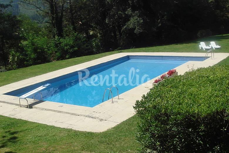 Villa de 6 habitaciones a 7 km de la playa mendiondo for Piscinas bizkaia