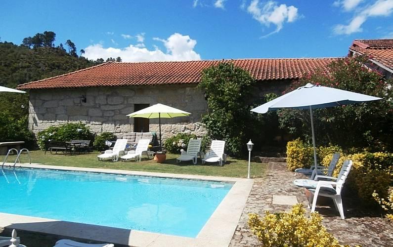 Casa para 10 12 personas con piscina basto cabeceiras for Casa rural para 15 personas con piscina