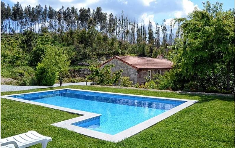 Casa para 11 personas con piscina ribas celorico de for Casa rural para 15 personas con piscina