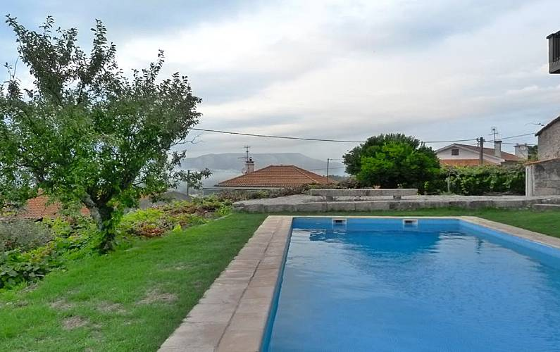Casa en alquiler con piscina deocriste viana do castelo for Piscinas viana