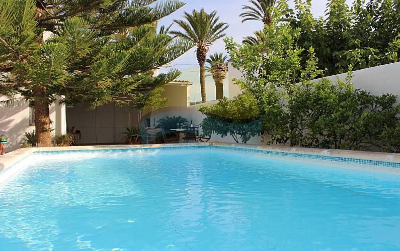 Casa con 2 stanze a 1000 m dalla spiaggia poble nou del for Piscina amposta