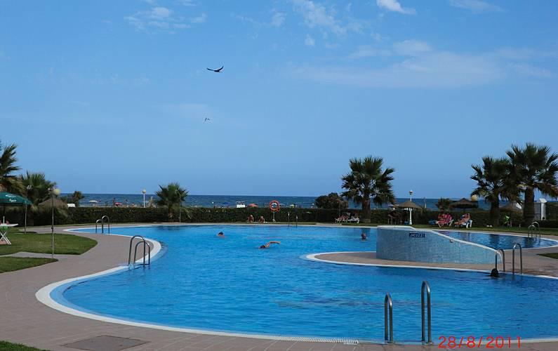 Apartamento nudista en 1a l nea de playa vera playa for Piscinas nudistas en madrid
