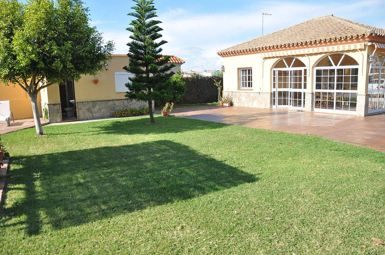 Casa con piscina cerca de la playa y de la ciudad la for Piscina ciudad de cadiz