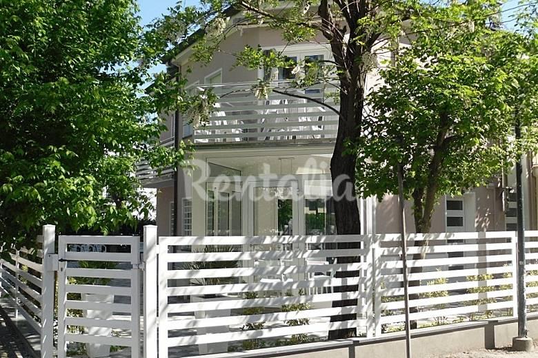 Bellissimi appartamenti in villa a 100 m dal mare milano for Appartamenti bellissimi