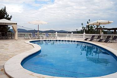 Villa de 4 habitaciones a 3 km de la playa sant miquel for Piscinas naturales horta de sant joan