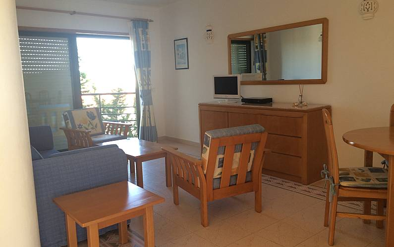Apartment for 2-4 people only 50 meters from the beach Algarve-Faro - Living-room