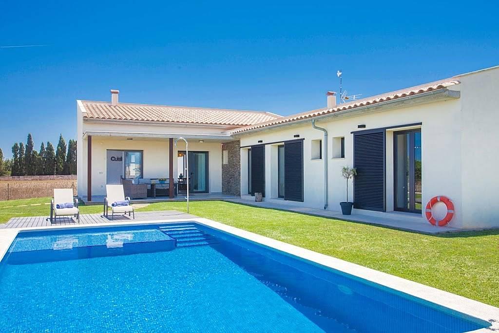 Casa en alquiler en mallorca platja de muro muro mallorca for Alquiler maquinaria mallorca